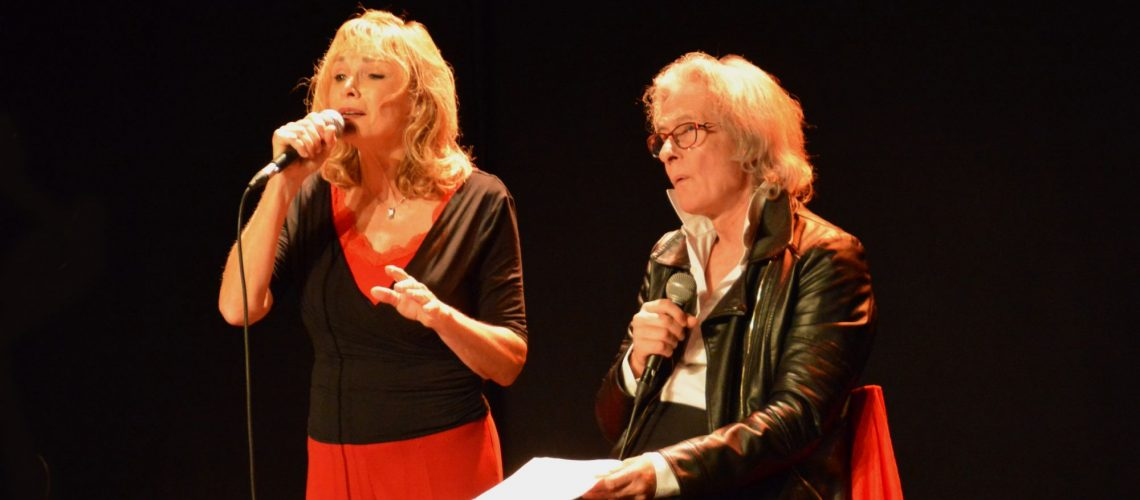 lyse chante Ferrat à Villabé en novembre  2018 avec Sophie, Ilana et Marc Henri